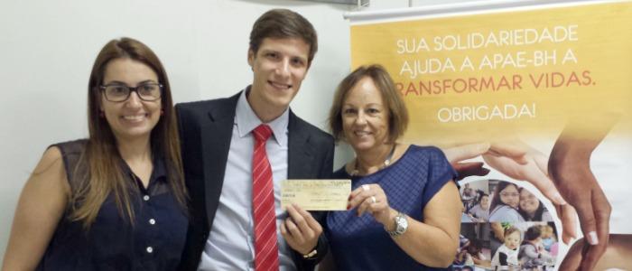 """FUNIBER entrega o prêmio à vencedora do FUNICONCURSO """"Publicação Solidária"""""""