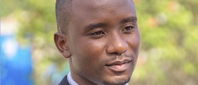 """Opiniões FUNIBER: Luis Nhacanhaca, aluno de Moçambique: """"Eu só vejo vantagens do ensino a distância"""""""
