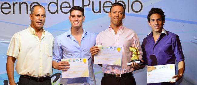 Aluno argentino da FUNIBER ganha o prêmio de melhor nadador do ano 2016